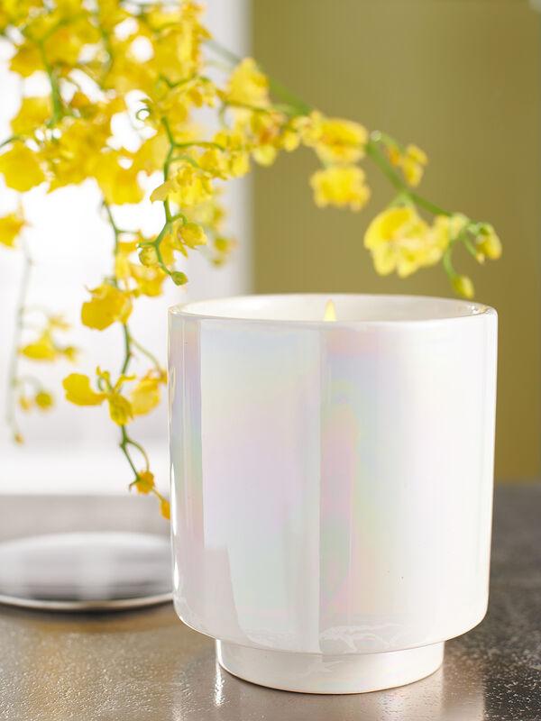 Duftkerze im Keramikgefäß